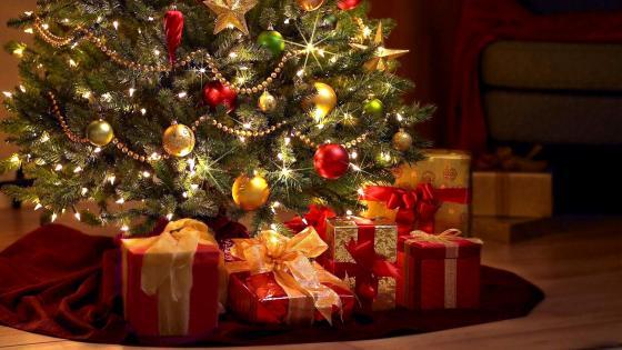 Christmas Tree And Gift wallpaper