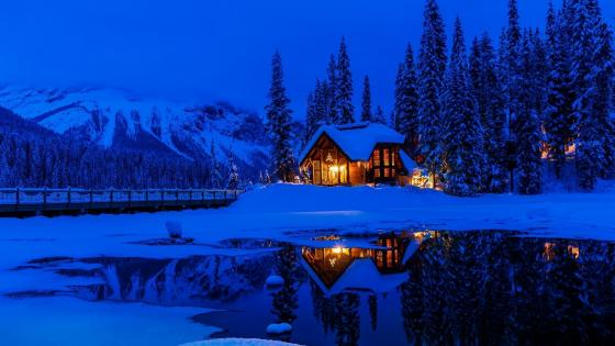 Emerald Lake Lodge, Yoho National Park wallpaper