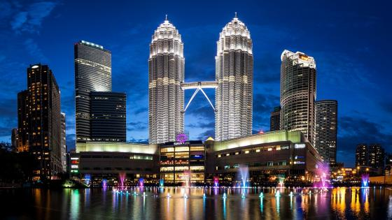 Petronas Twin Towers by night wallpaper