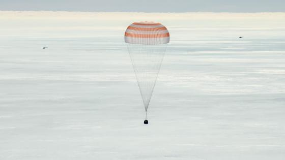Soyuz MS-13 with Expedition 61 Crew Members Aboard wallpaper