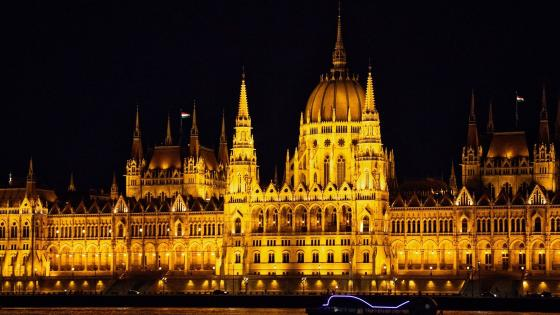 Hungarian Parliament Building by night wallpaper
