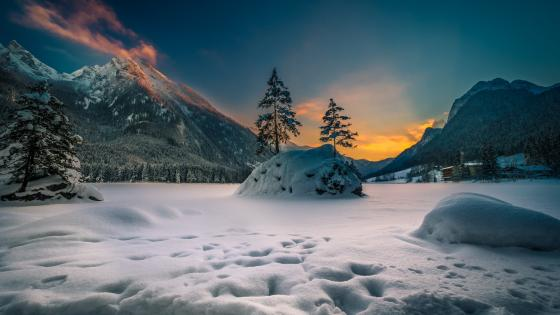 Frozen Hintersee Lake wallpaper