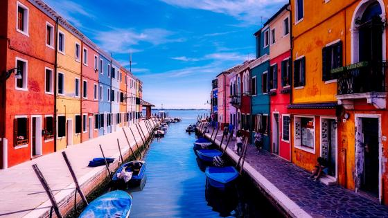Colorful houses in Venice wallpaper