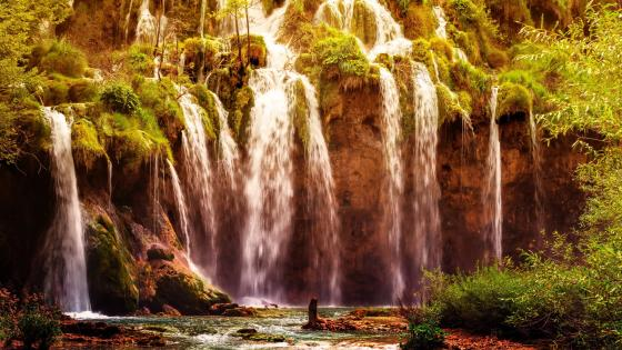 Plitvice Lakes National Park wallpaper