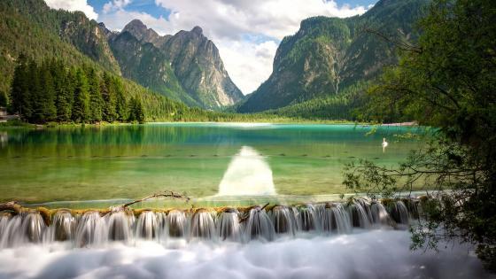 Lago di Dobbiaco wallpaper