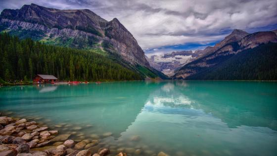 Lake Louise, Banff National Park wallpaper
