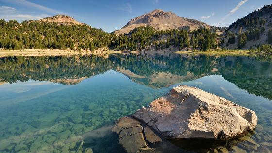 Crystal clear mountain lake wallpaper