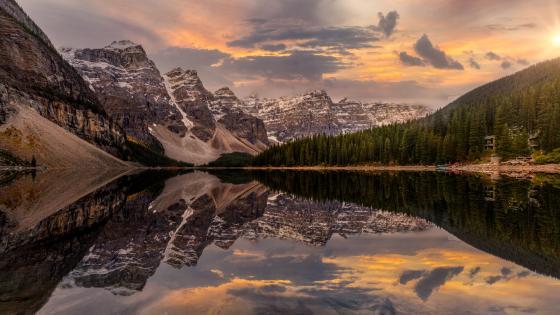 Valley Of Ten Peaks wallpaper