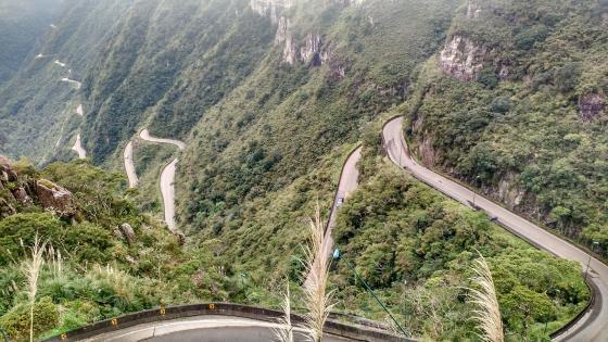 Road Through Serra do Rio do Rastro wallpaper