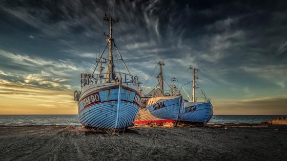 Ships on the beach wallpaper