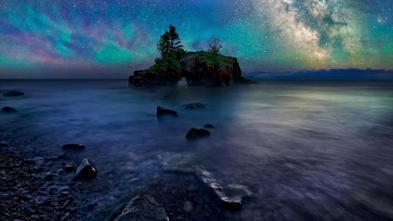 Hollow Rock in Grand Portage, Minnesota wallpaper