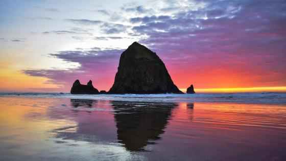 Haystack Rock, Yaquina Head Outstanding Natural Area wallpaper