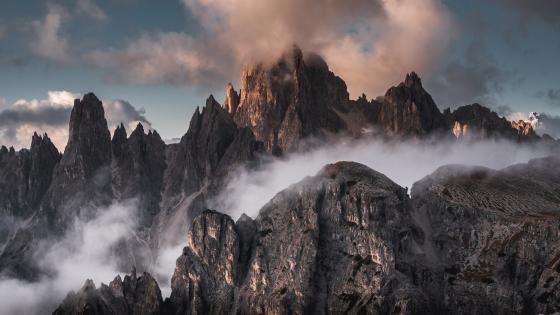 Tre Cime di Lavaredo in the clouds wallpaper