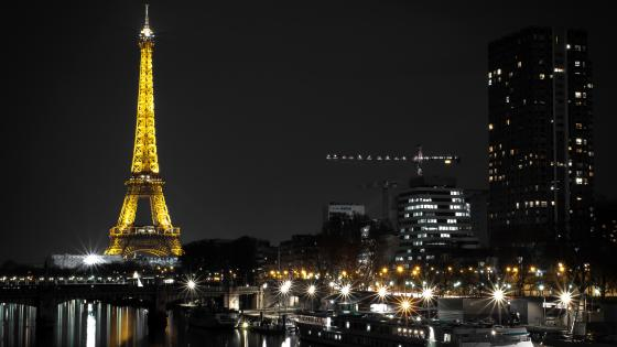 Eiffel Tower by night wallpaper