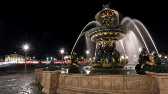 Fontaine des Mers at night wallpaper