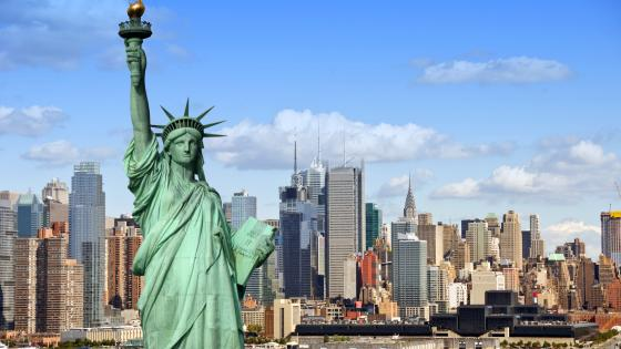 Statue of Liberty and Manhattan Skyline wallpaper