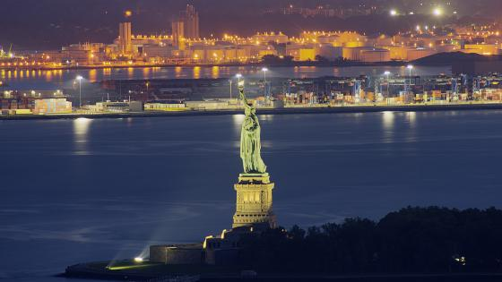 Statue of Liberty by night wallpaper