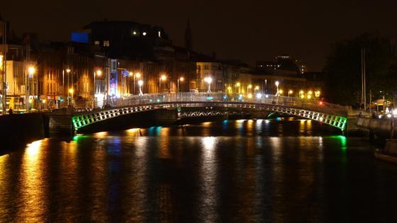 Dublin by night wallpaper