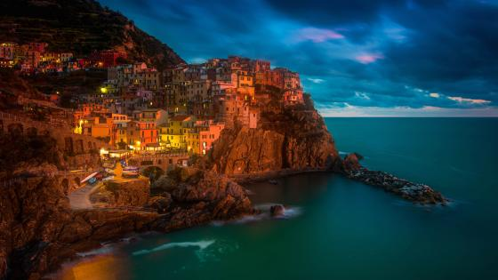 Manarola at dusk wallpaper