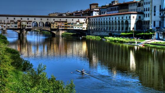 Ponte Vecchio over the Arno River wallpaper