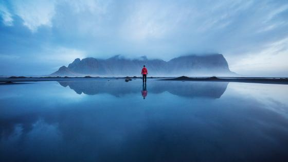 Vestrahorn reflected in still water wallpaper