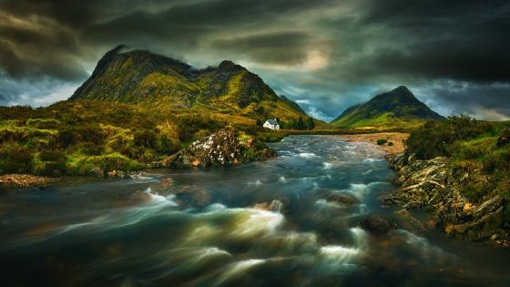 Cloudy Great Britain landscape wallpaper