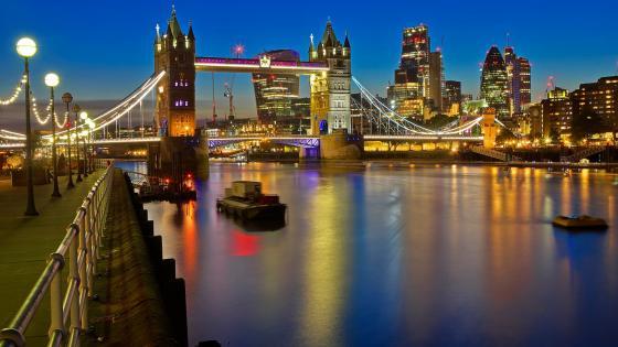 Tower Bridge over Thames wallpaper