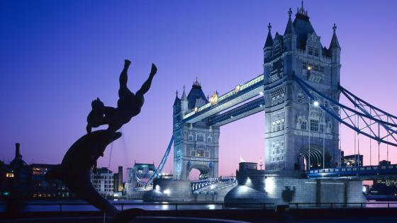 Tower Bridge from the Girl with a Dolphin fountain wallpaper