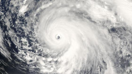 Super Typhoon Man-Yi wallpaper