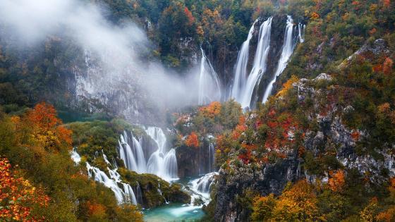 Plitvice Lakes National Park at fall wallpaper