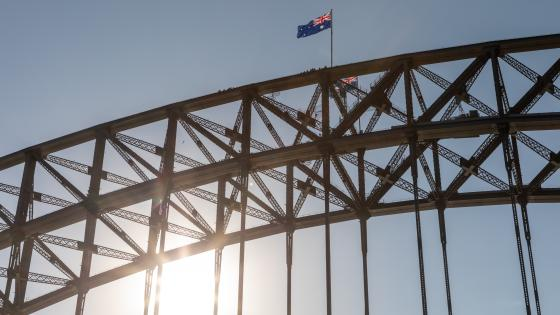 Flag at the Top of the Sydney Harbour Bridge wallpaper