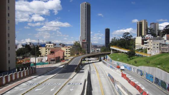 Avenida Calle 26 & Colpatria Tower wallpaper