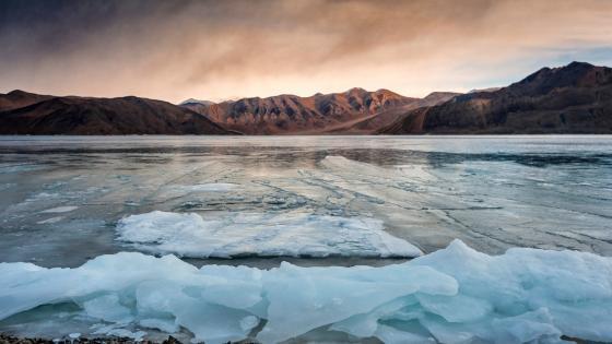 Frozen Ladakh wallpaper