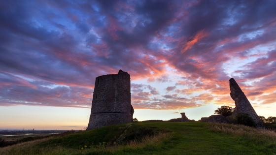 Ruins of the Hadleigh Castle wallpaper