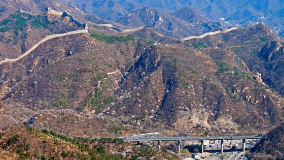 Great Wall of China and Badaling Expressway in Northern Beijing wallpaper