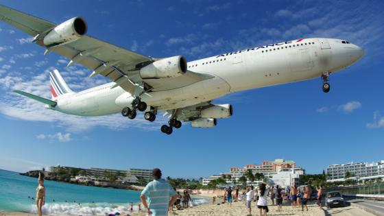 Air France Airbus A340 Approaching Princess Juliana Airport wallpaper