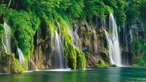 Plitvice Lakes National Park wallpaper
