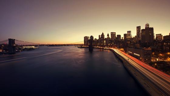 Brooklyn Bridge over the East River wallpaper