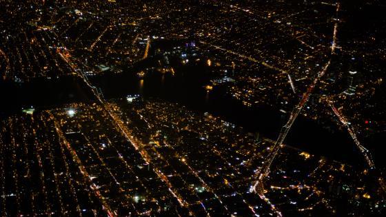 Aerial View of the Brooklyn, Manhattan & Williamsburg Bridges at Night wallpaper