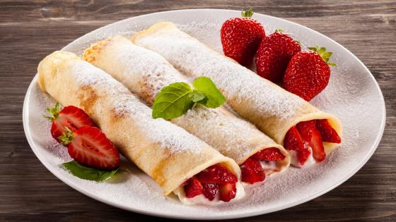 Pancakes with strawberry wallpaper